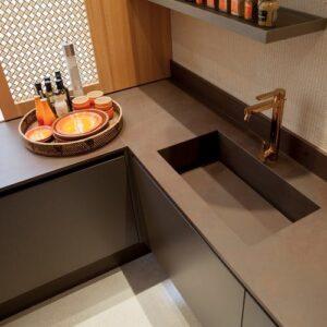 Image of encimera cocina gris esquina 1 in Graue Küchenarbeitsplatten - Cosentino