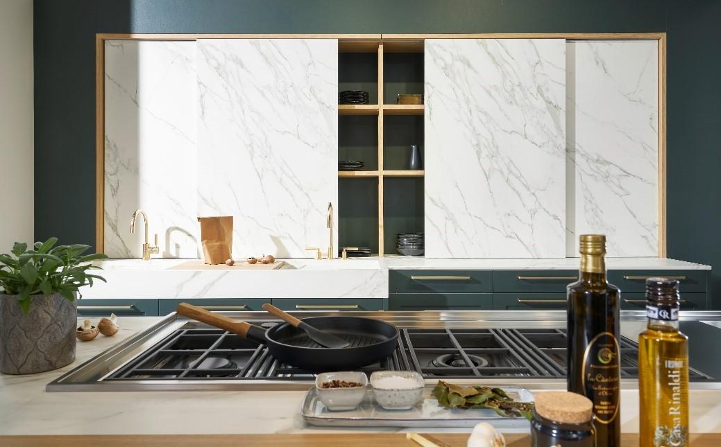 """Küche mit Fronten aus 4 mm dünnem Dekton® Slim: Das Program """"ceram"""" von rational. Foto: rational"""