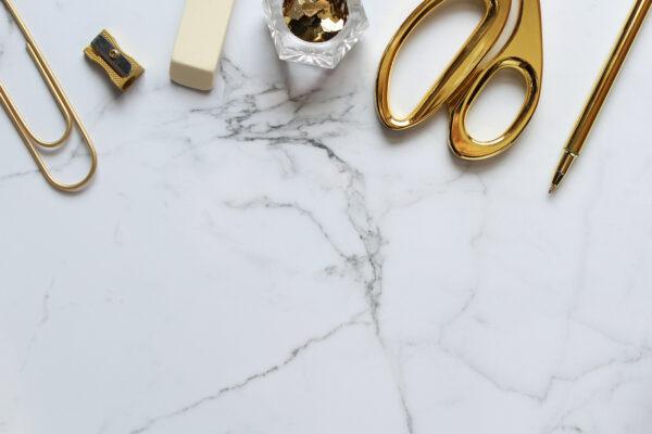 Image of marmol blanco detalle mesa in Silestone o mármol, ¿cuál es la mejor opción para tu hogar? - Cosentino