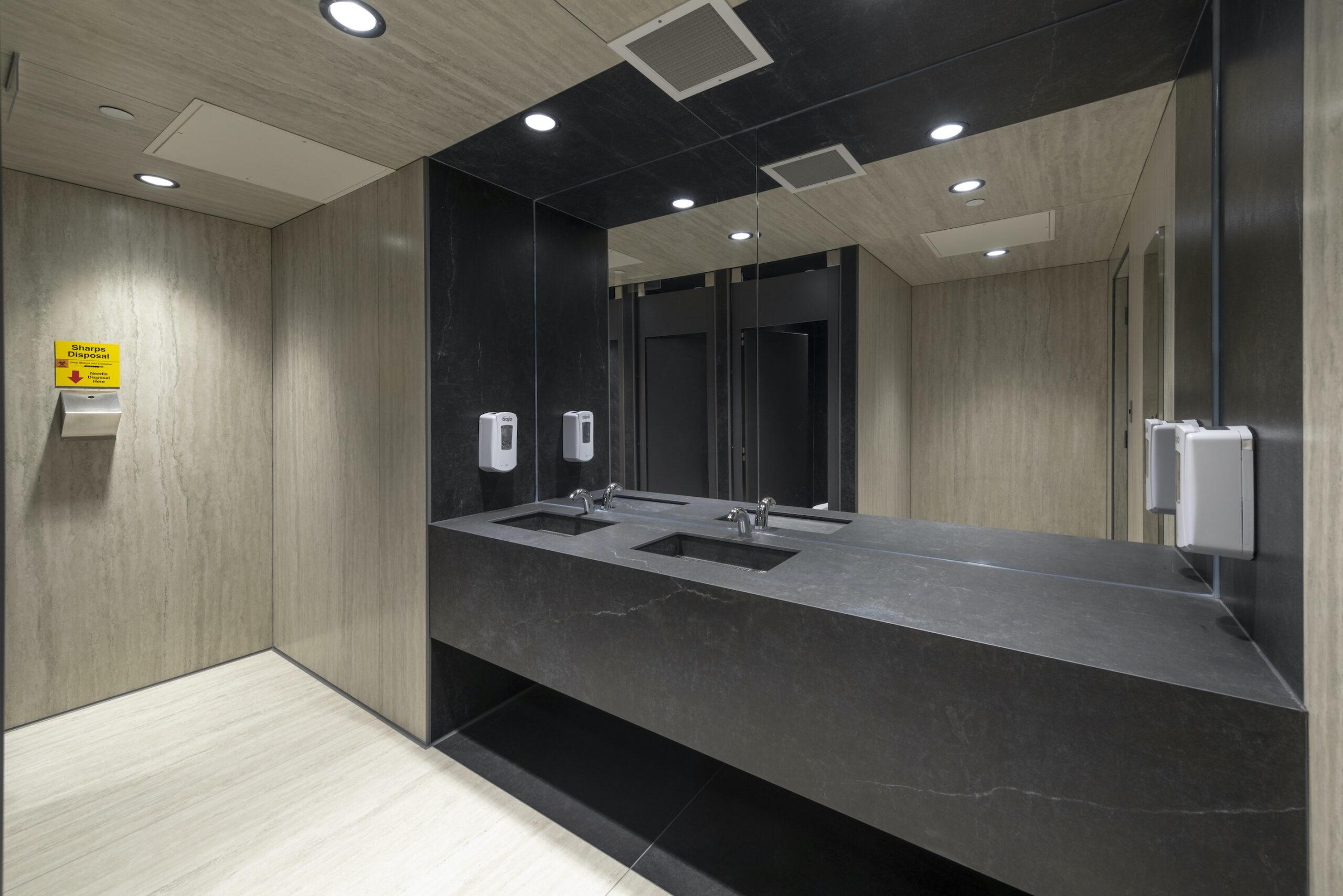 Image of WC overall sink area scaled in Designers en Vedette: le Grant Design Group de Winnipeg - Cosentino