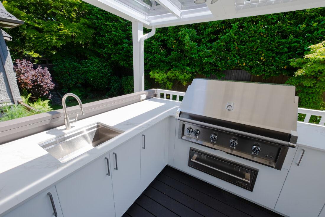 Image of sherwood location2 22 in Série Great Canadian Backyard : Urban Bonfire, Kerrisdale Lumber et Sherwood Outdoor Kitchens s'associent pour créer une arrière-cour dont les rêves sont faits - Cosentino