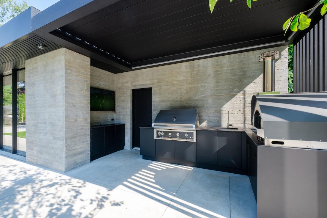 Image of sherwood location4 40 in Série Great Canadian Backyard : Sherwood Outdoor Kitchens crée l' ultime espace de vie extérieur divertissant - Cosentino