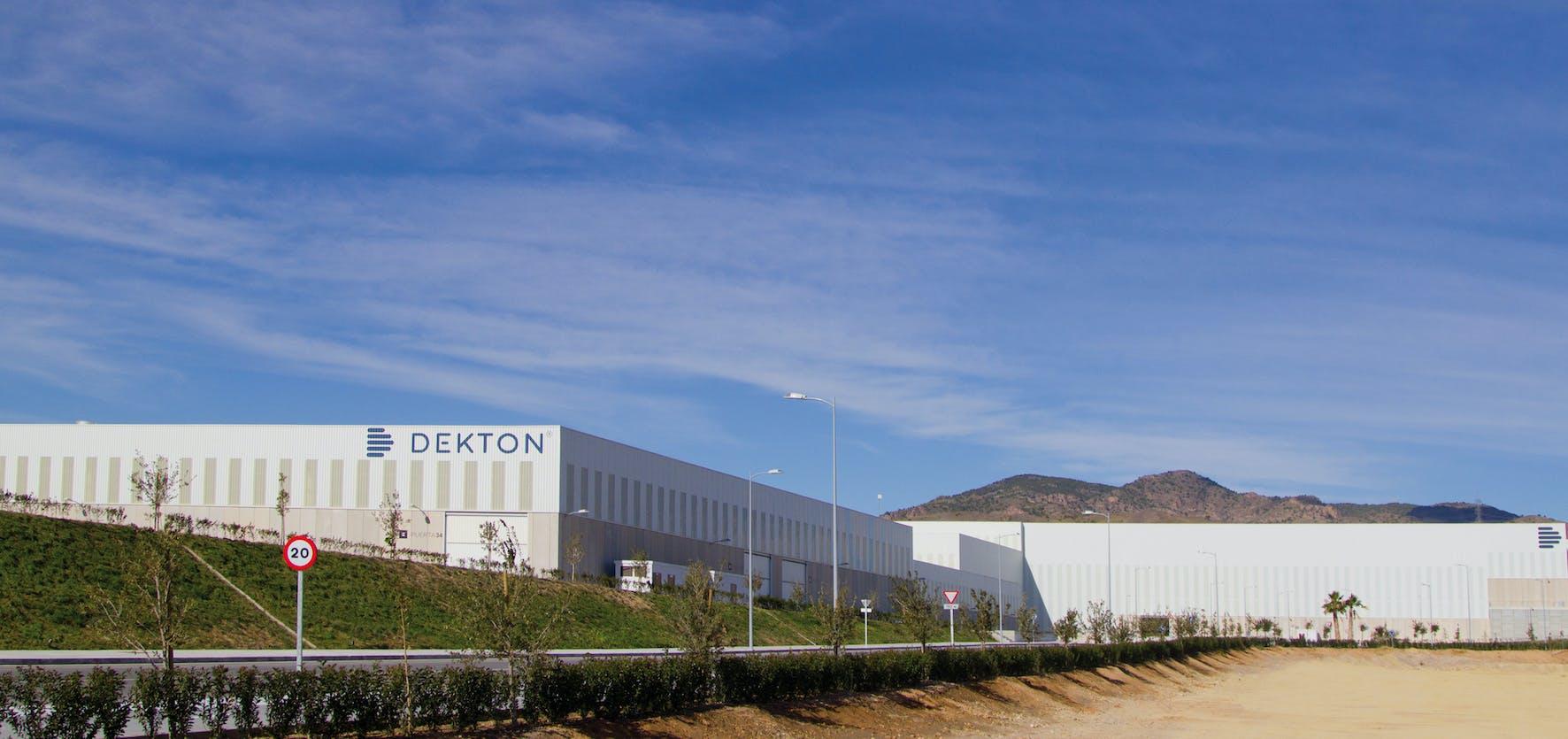 Image of DEKTON Fabrica exterior 1 3 in Dekton®, een CO2 neutraal product gedurende zijn hele levenscyclus - Cosentino