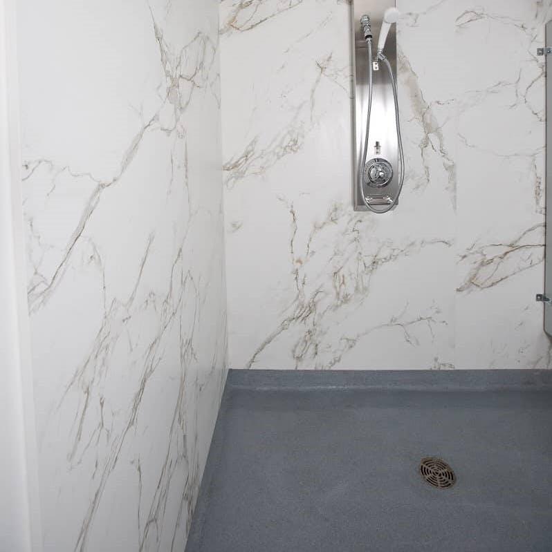Image of plato ducha gris blanco dekton in Grey shower trays - Cosentino