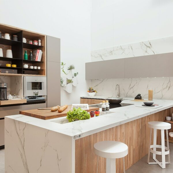 Image of STUDIO MODO 4 3 in A U-shaped kitchen for order and functionality - Cosentino