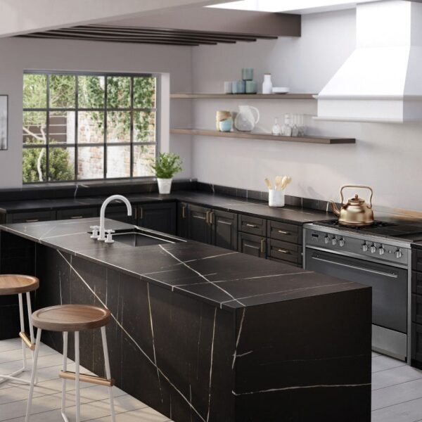 Image of Silestone Eternal Noir Kitchen blog 3 in L-shaped kitchens, functionality and design in any space - Cosentino