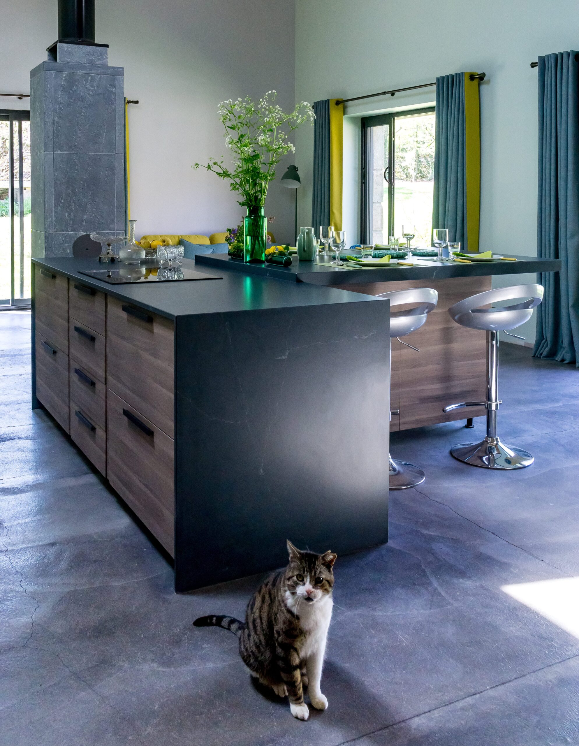 Image of Anne Valery Kitchen with Silestone 1 1 scaled in A kitchen with Silestone® in osmosis with nature - Cosentino
