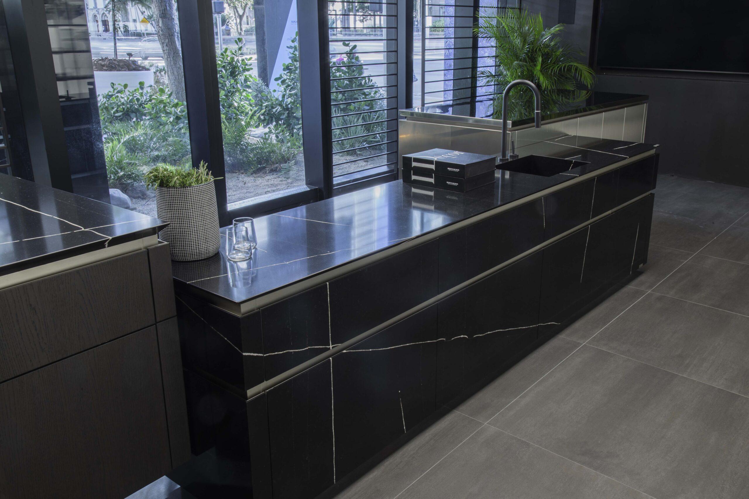 Image of Casacor Silestone Eternal Noir Kitchen YODEZEEN9 2 2 scaled in Cosentino returns to Miami Design Week 2019 - Cosentino