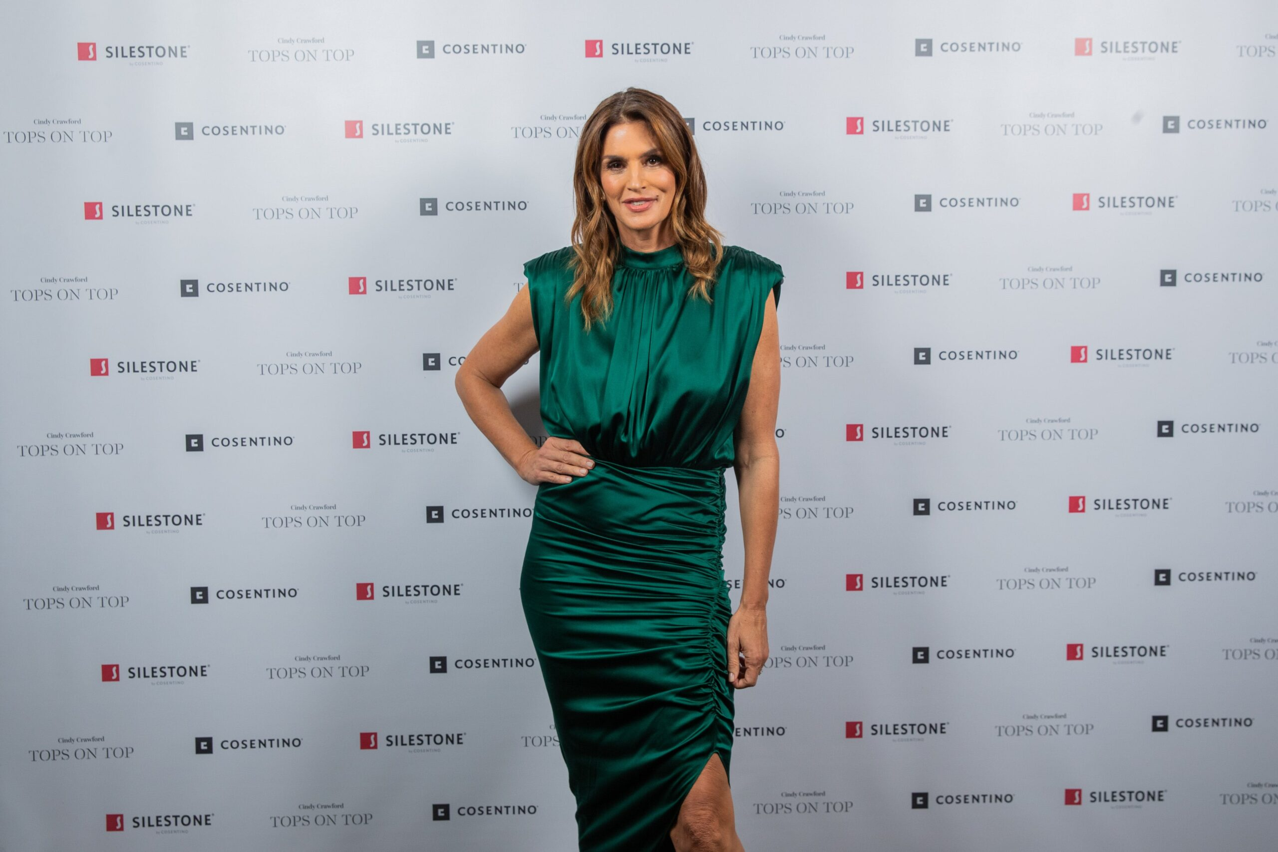 """Image of Cindy Crawford Silestone Londres 3 scaled in Silestone® Presents its New """"Tops on Top 2019"""" Campaign Featuring Cindy Crawford - Cosentino"""
