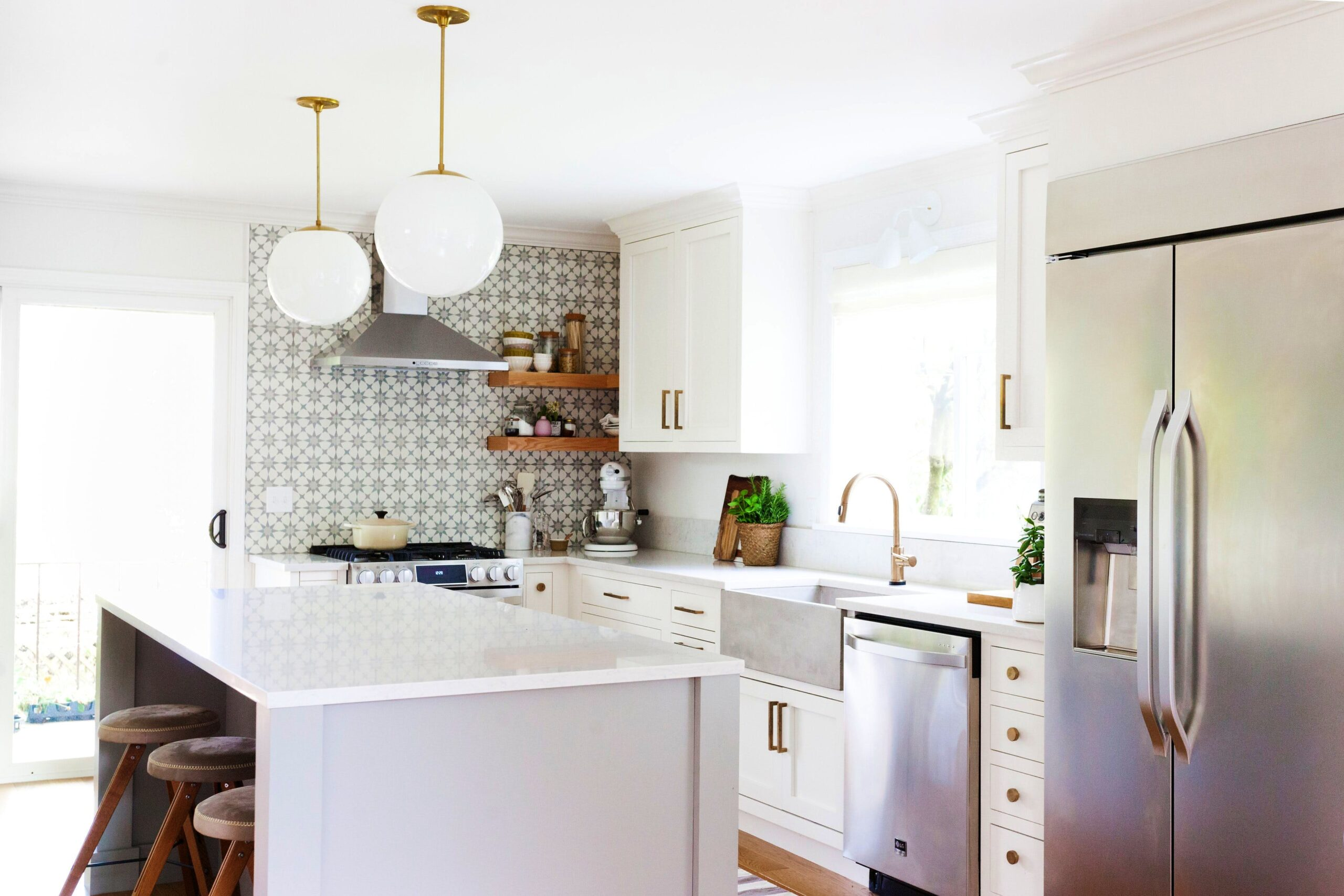 Image of Coco Kelley Kitchen with Silestone® Lagoon worktop 2 1 1 scaled in Coco + Kelley Kitchen Remodel with Silestone® Lagoon - Cosentino