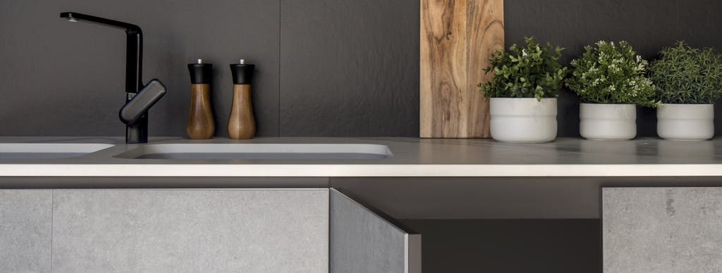 Image of Dekton Slim revestimiento mobiliario en color Kreta baja 2 in Redecorate the heart of the home: the kitchen - Cosentino