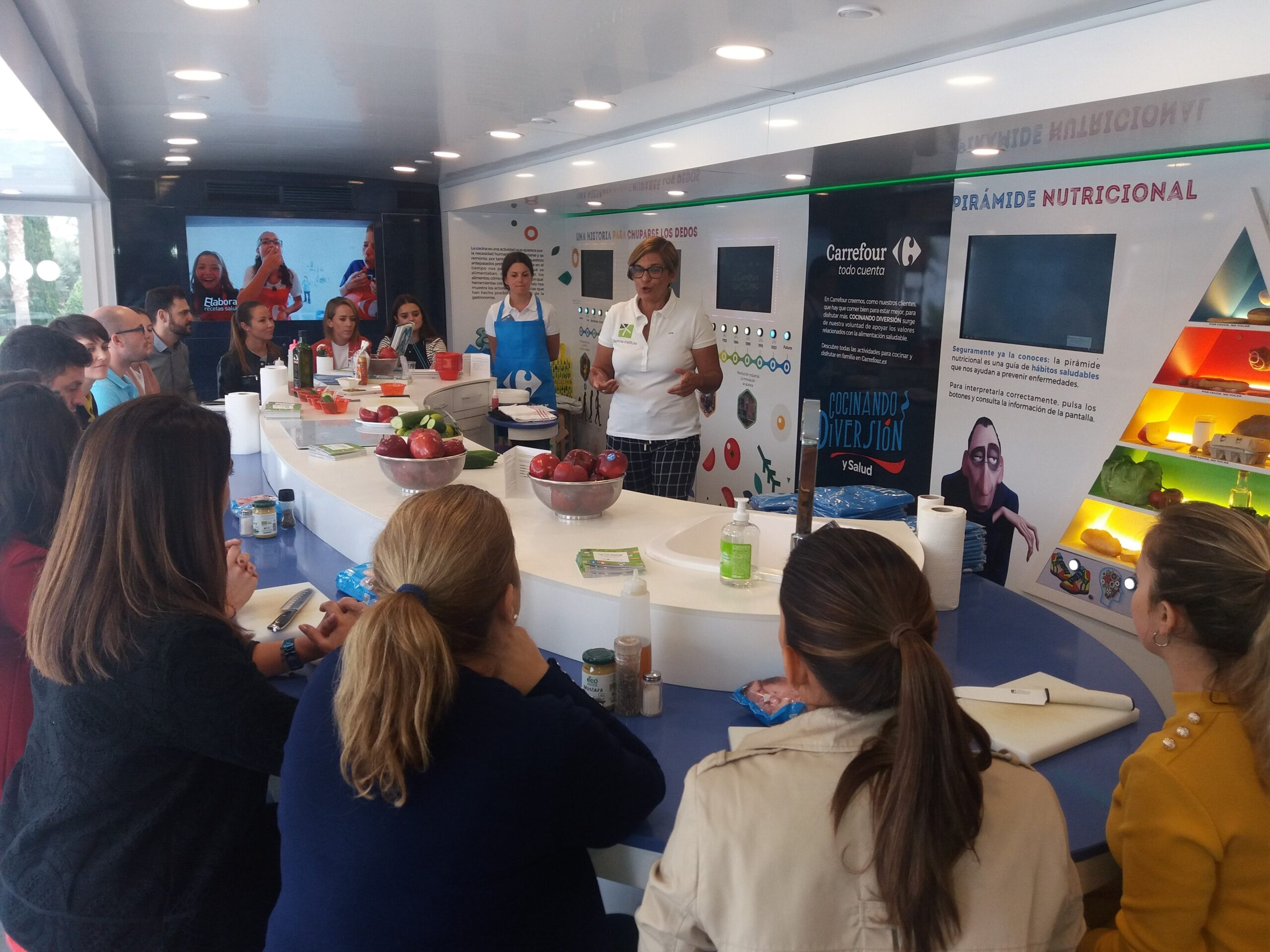 Image of InstitutoSilestone CaravanadelaSalud en Cosentino 6 1 1 scaled in Cosentino promotes good nutrition and food safety - Cosentino