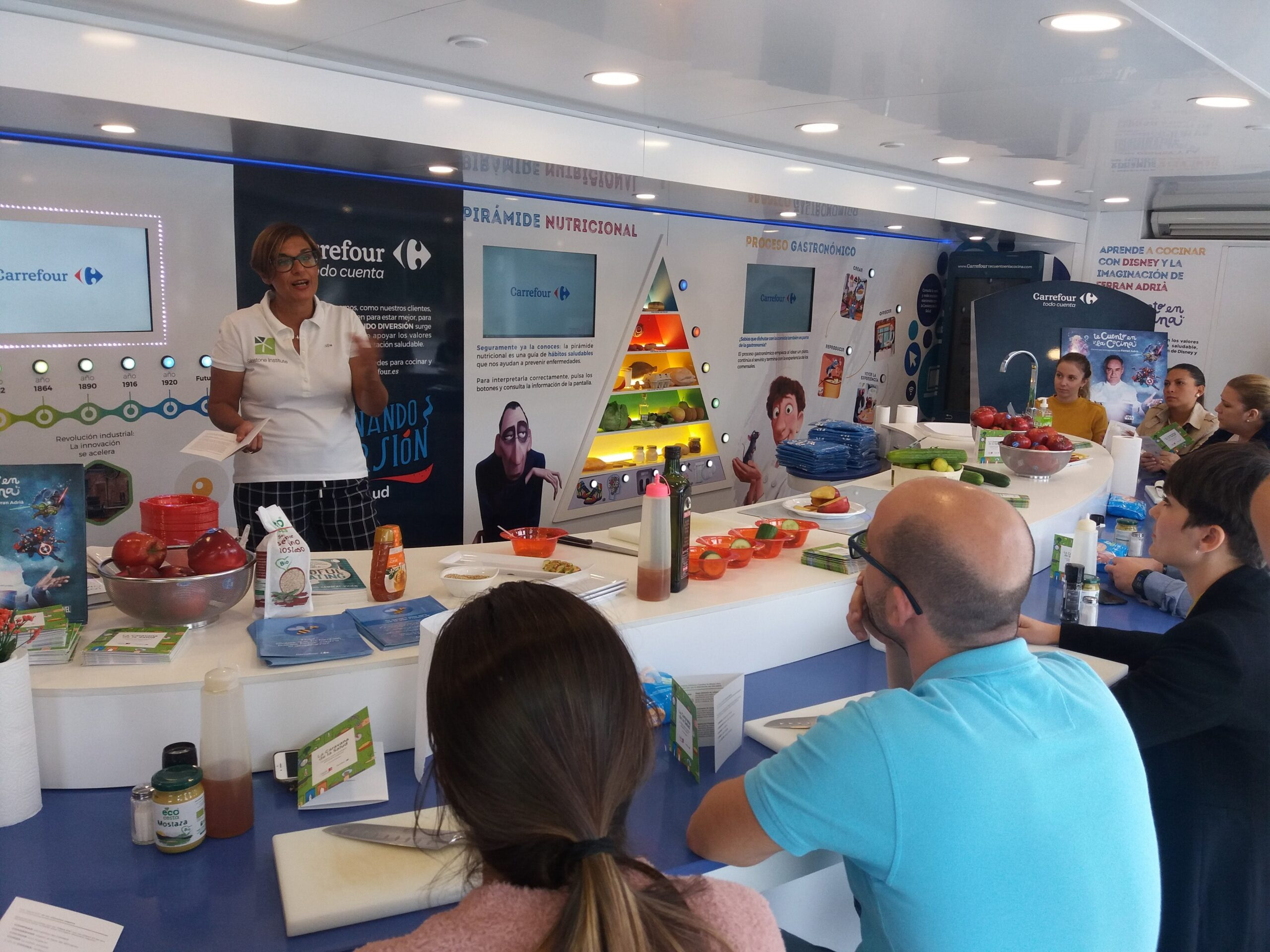 Image of InstitutoSilestone CaravanadelaSalud en Cosentino 7 1 1 scaled in Cosentino promotes good nutrition and food safety - Cosentino