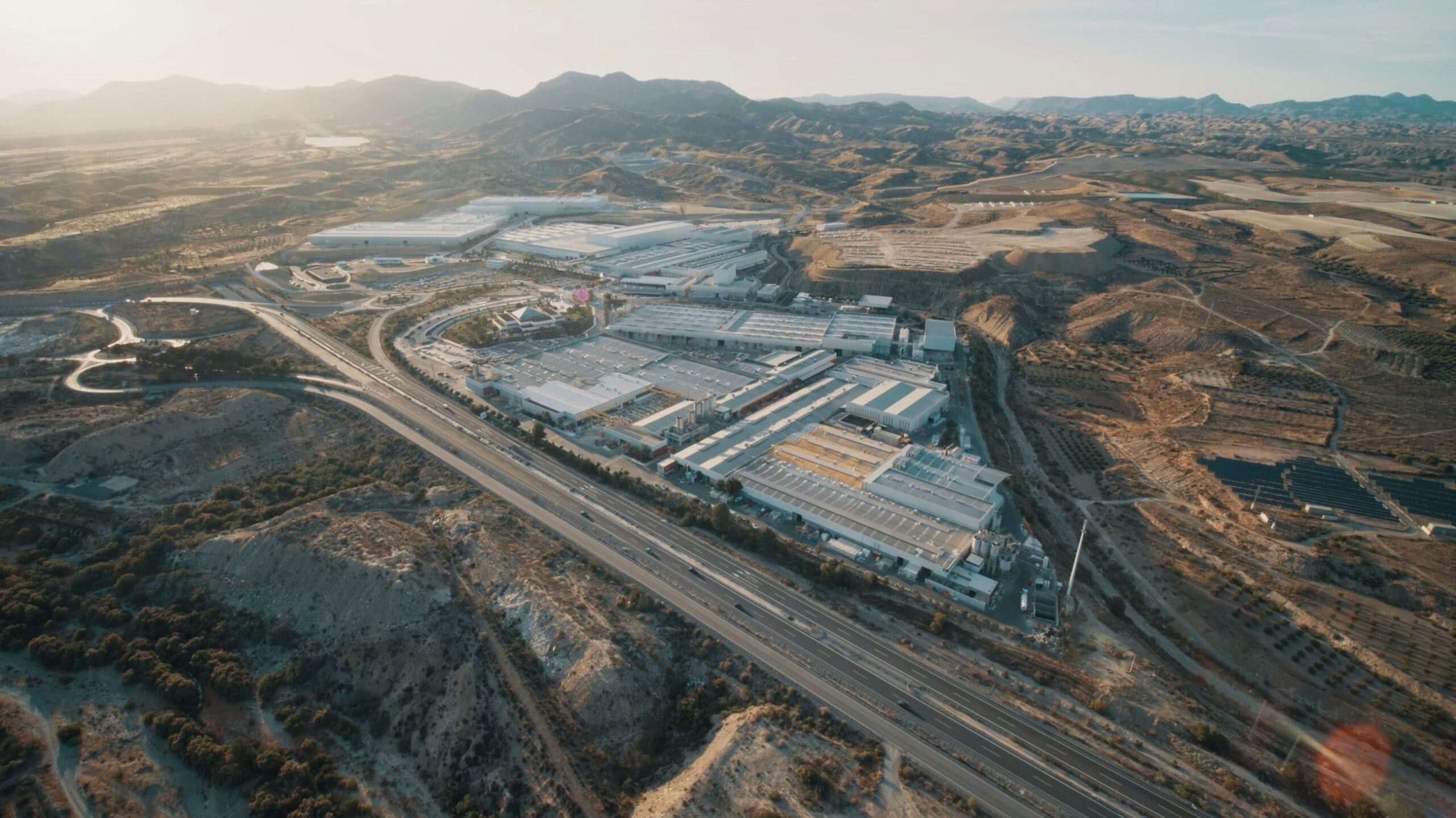 Image of Parque Industrial Cosentino Cantoria 1 3 scaled in Cosentino, receives Environment Award from Andalusia Regional Government - Cosentino