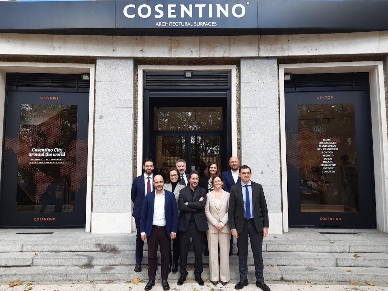 Image of Presentacion Room2030 Foto Familia Socios 1 in Cosentino joins Room 2030, the room of the future - Cosentino