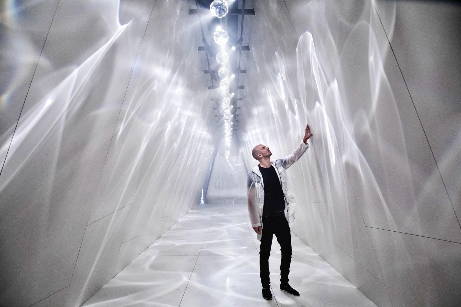 "Image of Raytrace by Benjamin Hubert of LAYER for Dekton. Image Credit David Zanardi 2 lr 2 in ""Raytrace"" with Dekton® in Milan 2019 - Cosentino"