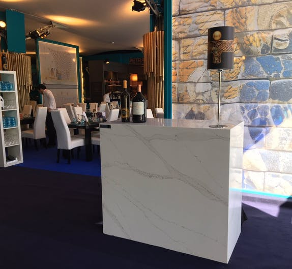 Image of Restauracion VIP mostrador Silestone Eternal Calacatta Gold 2 2 in Dekton®, the 'top' sponsor of the Mutua Madrid Open 2018 - Cosentino