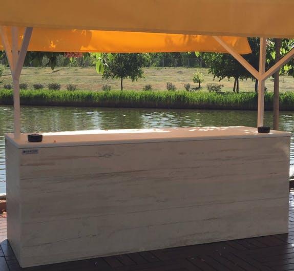 Image of Restauracion VIP puesto revestimiento frontal y lateral Dekton Makai 2 2 in Dekton®, the 'top' sponsor of the Mutua Madrid Open 2018 - Cosentino