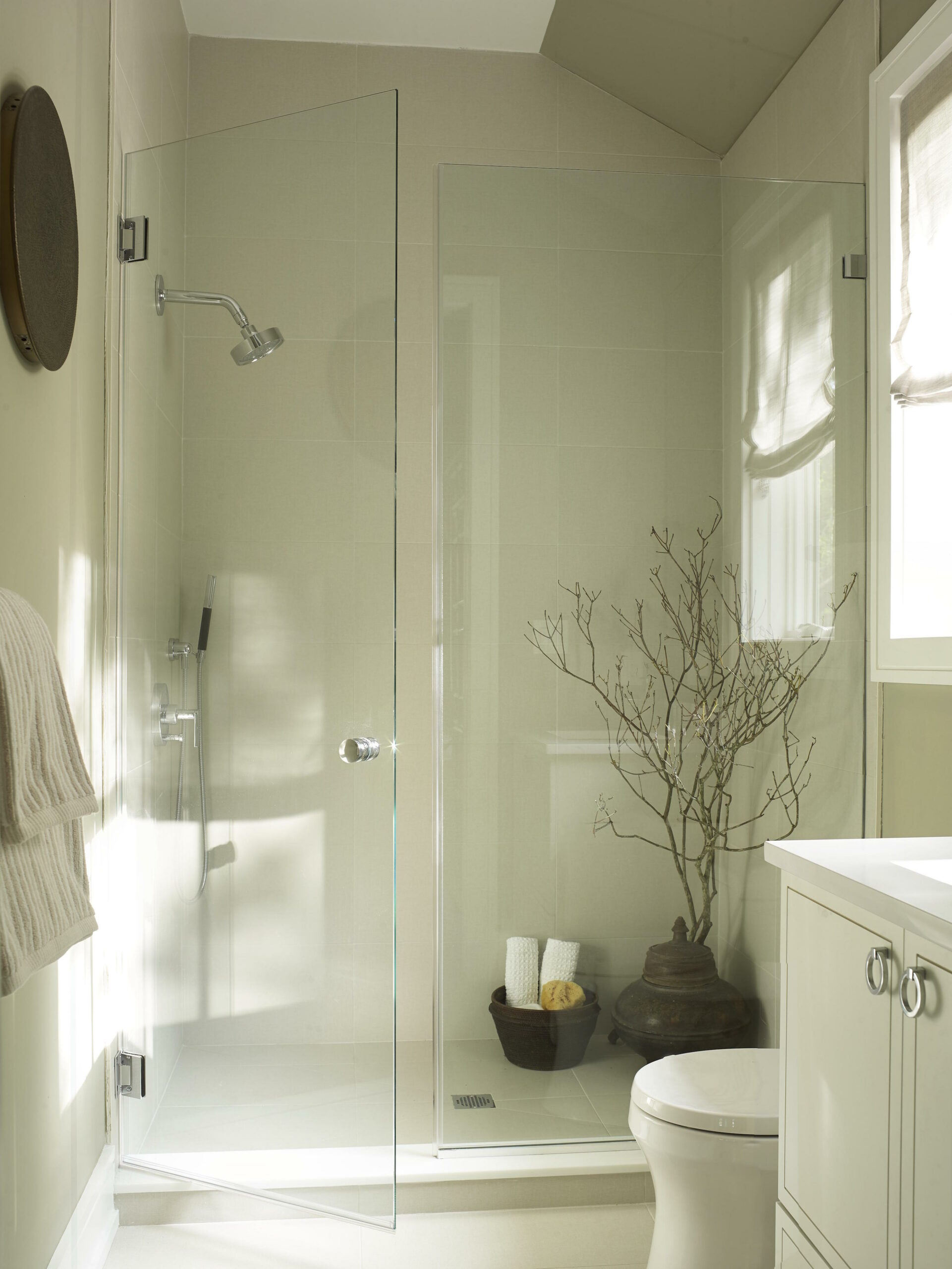 Image of Showhouse Welch Bath Overall 01 023 11 1 scaled in Silestone Shines in Hampton Designer Showhouse - Cosentino