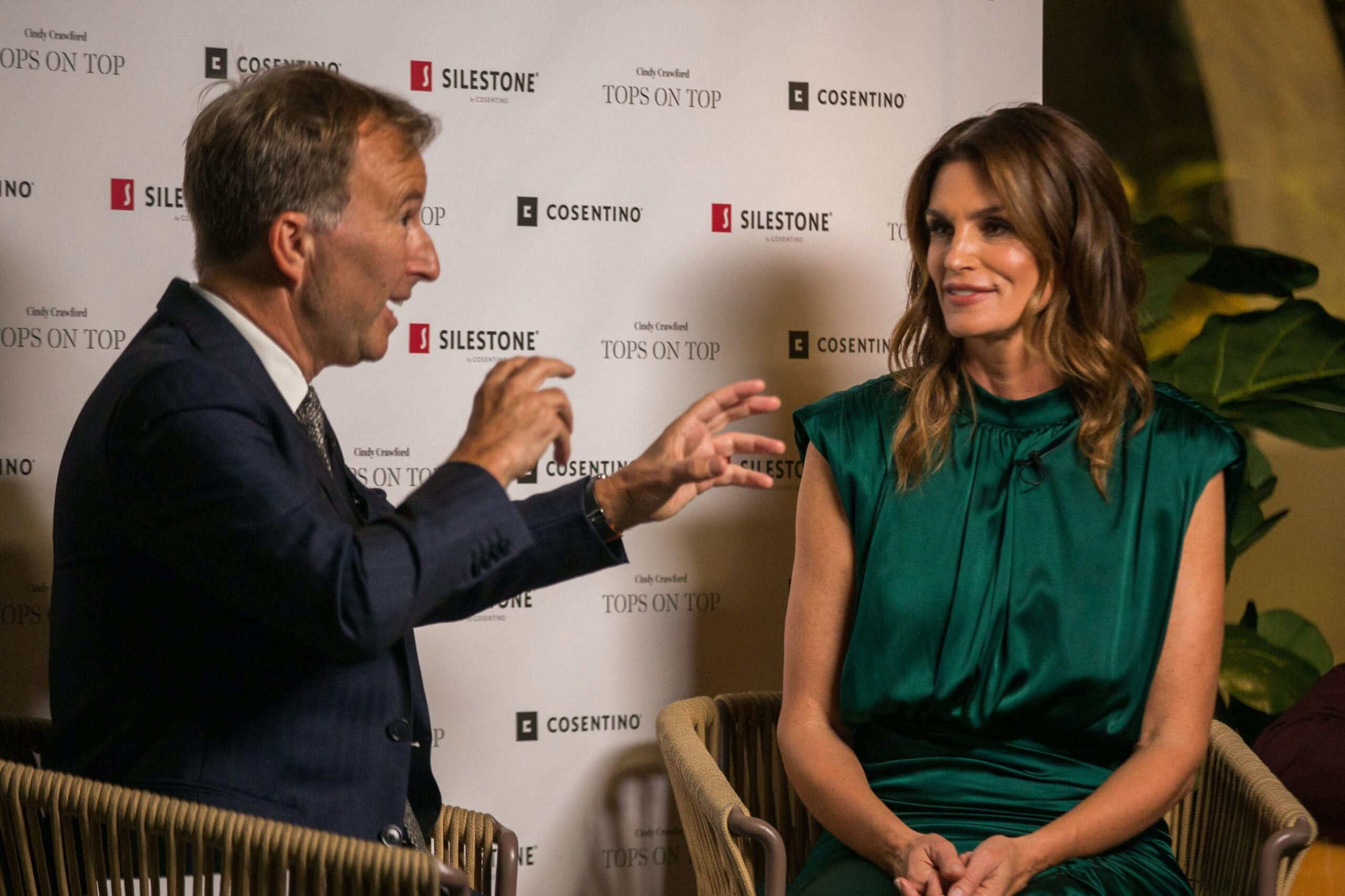 """Image of Tony Chambers y Cindy Crawford Silestone Londres 3 scaled in Silestone® Presents its New """"Tops on Top 2019"""" Campaign Featuring Cindy Crawford - Cosentino"""