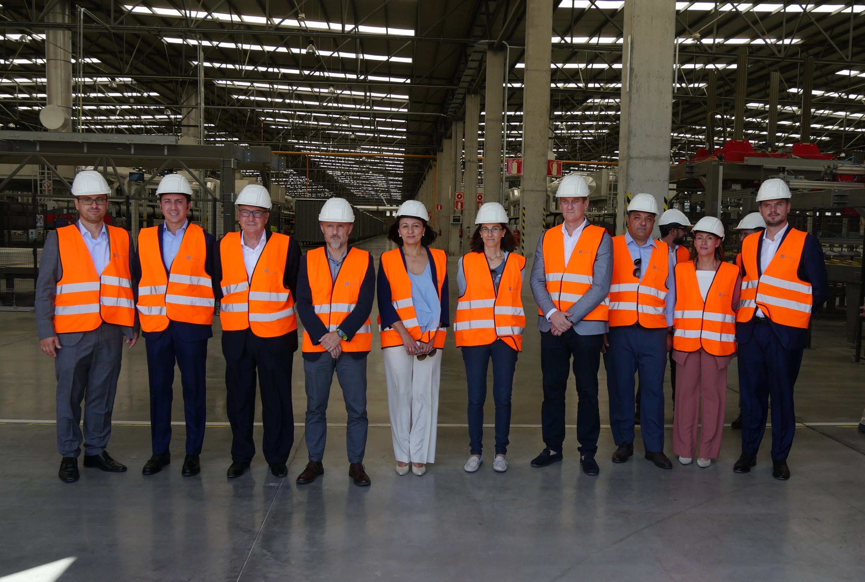 Image of Visita Fabrica Dekton by Cosentino Consejero Medio Ambiente 1 in Cosentino builds a Waste Management Facility - Cosentino