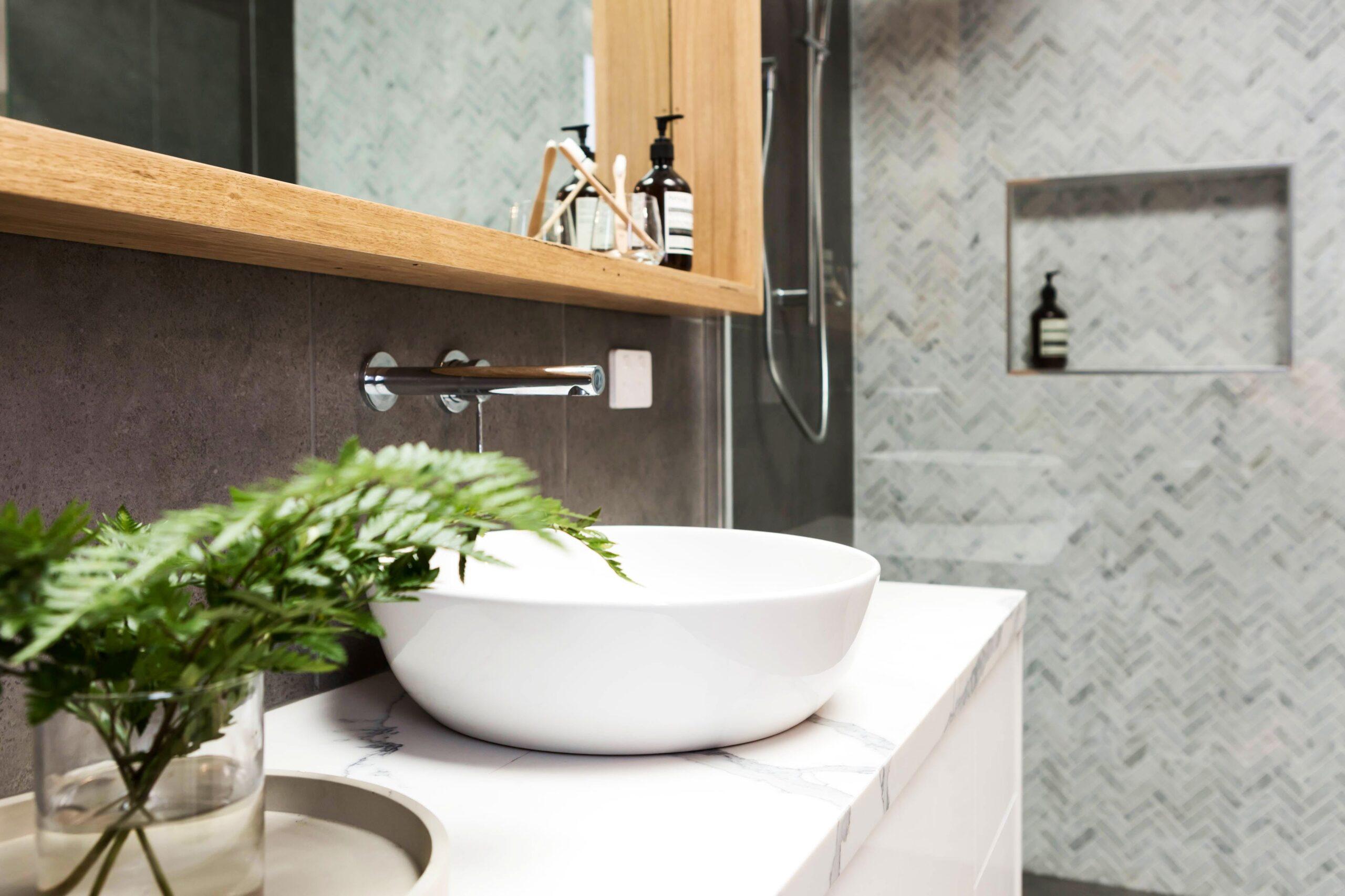 Image of rsz istock 675494586 2 scaled in Quartz Vs. Marble vanity countertops - Cosentino